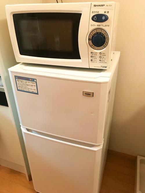 日研社員寮の電子レンジと冷蔵庫